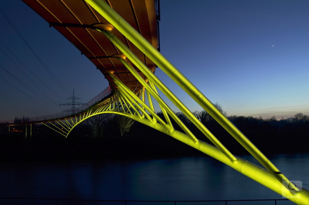 Golden brigde with star